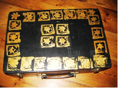 Photo of a decorated box/suitcase